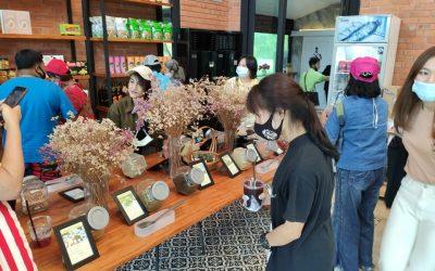 โครงการอบรมแนวทางการยกระดับคุณภาพผลิตภัณฑ์ชาใบหม่อน ณ วิสาหกิจชุมชนผู้ผลิตชาเขียวใบหม่อน ถ้ำมังกรทอง จังหวัดกาญจนบุรี